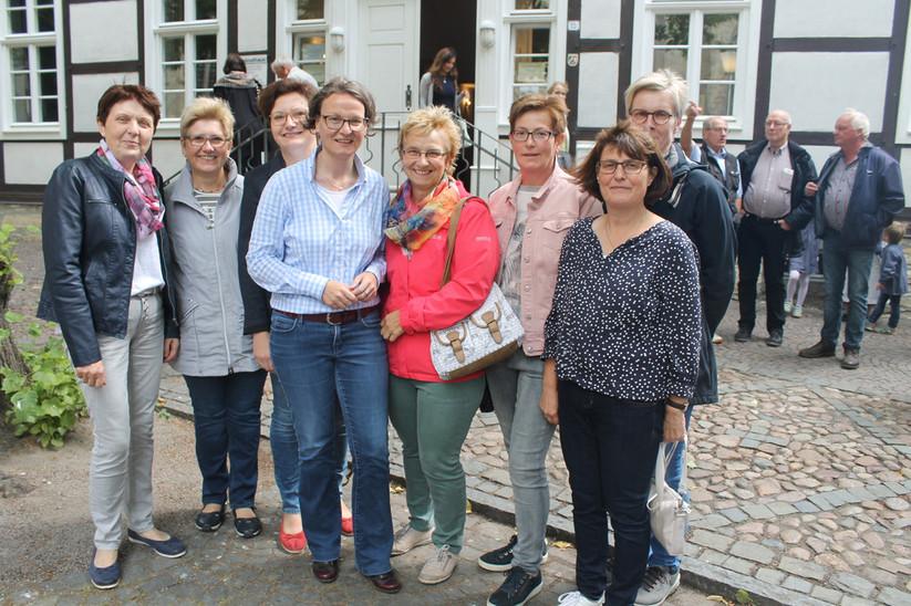Treffen mit Ministerin Scharnbach während einer Pause