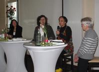 Podiumsgespräch mit Helena Heer, Spätaussiedlerin, Moderatorin Bettina Hörstmeier, Dr. Fariba Sedehizadeh, Migrantin aus Persien, Helga Reitzig, Tochter einer Vertriebenen